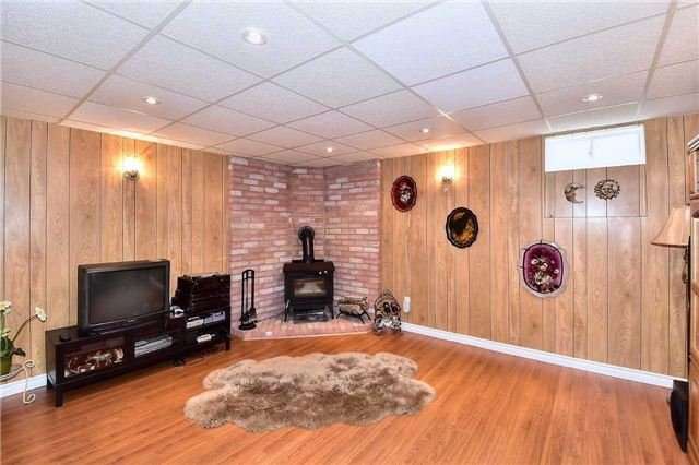 Detached at 963 Leslie Valley Dr, Newmarket, Ontario. Image 3