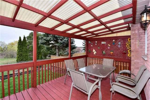 Detached at 963 Leslie Valley Dr, Newmarket, Ontario. Image 5