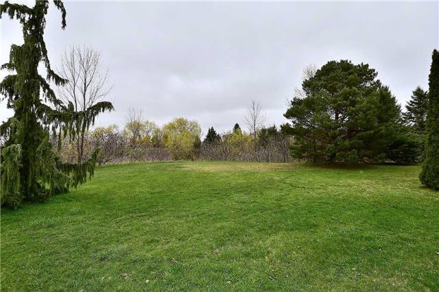 Detached at 963 Leslie Valley Dr, Newmarket, Ontario. Image 7