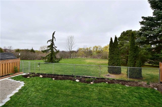 Detached at 963 Leslie Valley Dr, Newmarket, Ontario. Image 8