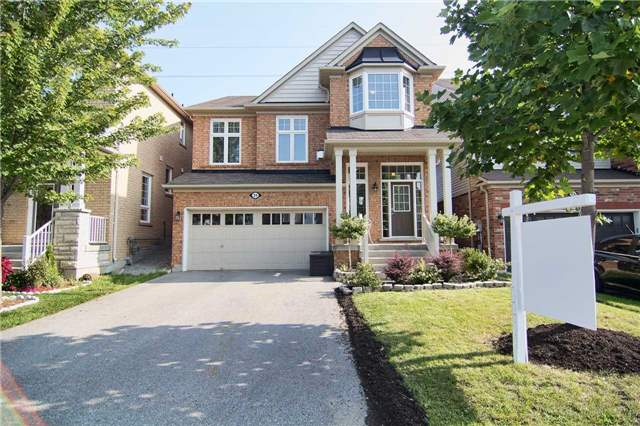 Detached at 31 Bulmer Cres, Newmarket, Ontario. Image 1