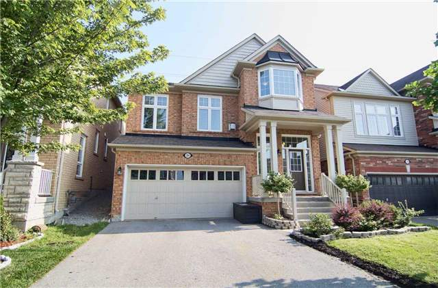 Detached at 31 Bulmer Cres, Newmarket, Ontario. Image 12