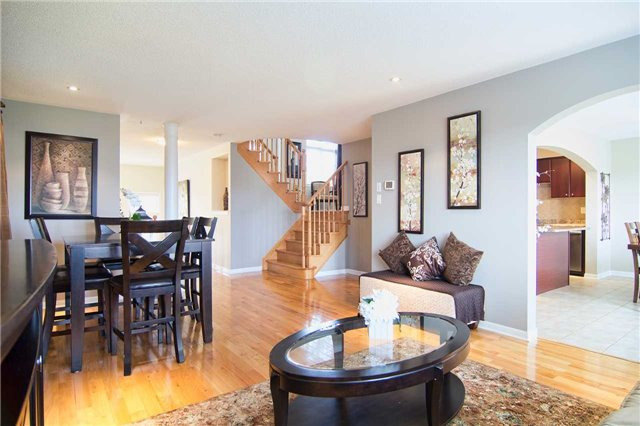 Detached at 31 Bulmer Cres, Newmarket, Ontario. Image 19