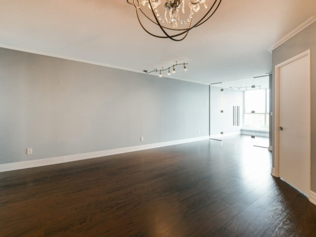 Condo Apartment at 100 Observatory Lane, Unit 1006, Richmond Hill, Ontario. Image 13