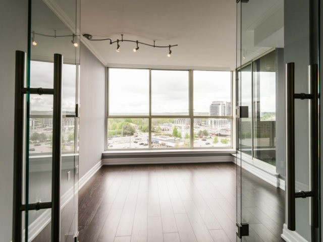Condo Apartment at 100 Observatory Lane, Unit 1006, Richmond Hill, Ontario. Image 14