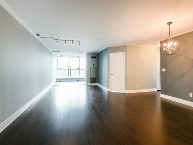Condo Apartment at 100 Observatory Lane, Unit 1006, Richmond Hill, Ontario. Image 15