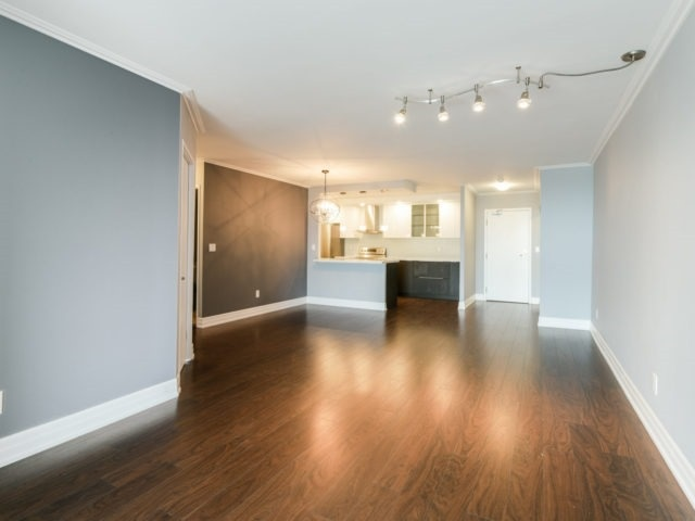 Condo Apartment at 100 Observatory Lane, Unit 1006, Richmond Hill, Ontario. Image 16
