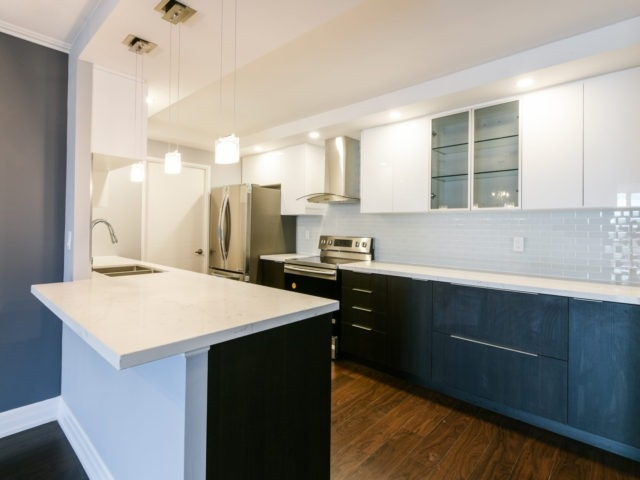 Condo Apartment at 100 Observatory Lane, Unit 1006, Richmond Hill, Ontario. Image 17