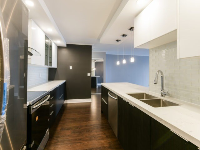 Condo Apartment at 100 Observatory Lane, Unit 1006, Richmond Hill, Ontario. Image 18