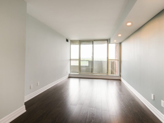 Condo Apartment at 100 Observatory Lane, Unit 1006, Richmond Hill, Ontario. Image 19