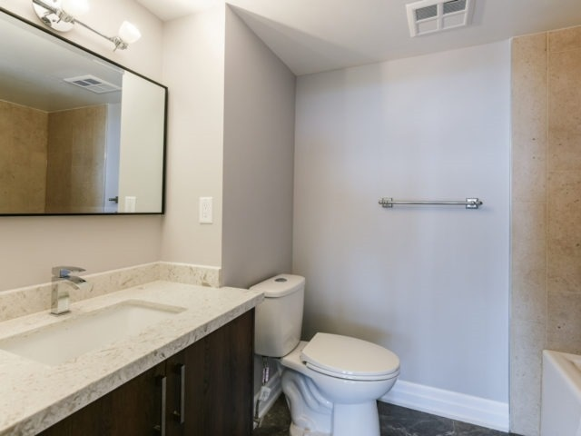 Condo Apartment at 100 Observatory Lane, Unit 1006, Richmond Hill, Ontario. Image 3