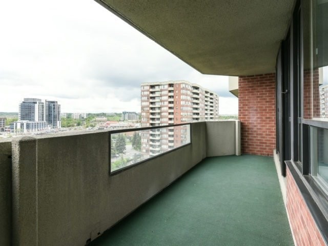 Condo Apartment at 100 Observatory Lane, Unit 1006, Richmond Hill, Ontario. Image 10