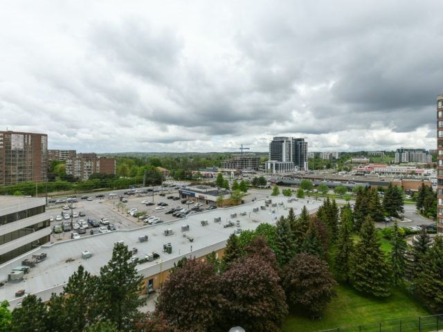 Condo Apartment at 100 Observatory Lane, Unit 1006, Richmond Hill, Ontario. Image 11