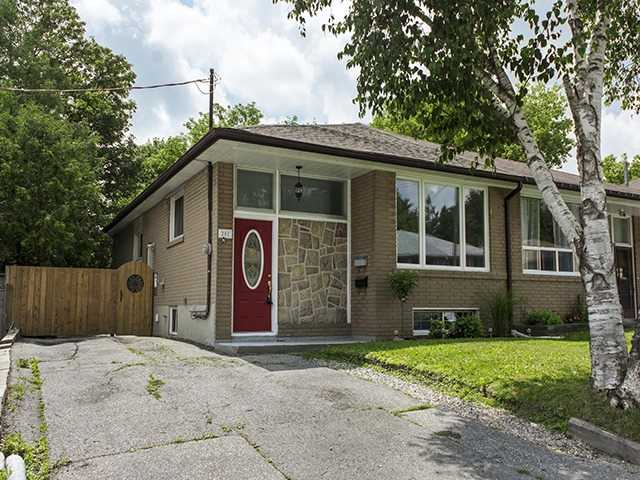 Semi-detached at 202 Septonne Ave, Newmarket, Ontario. Image 12