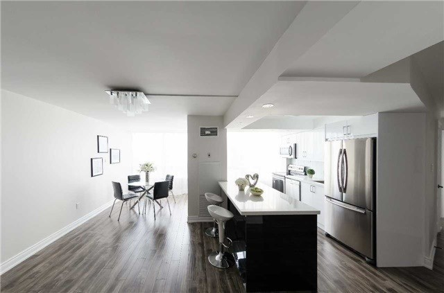 Condo Apartment at 7250 Yonge St, Unit 1701, Vaughan, Ontario. Image 18