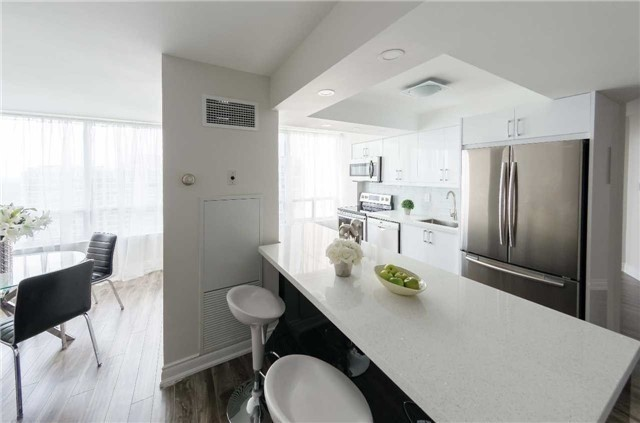Condo Apartment at 7250 Yonge St, Unit 1701, Vaughan, Ontario. Image 19