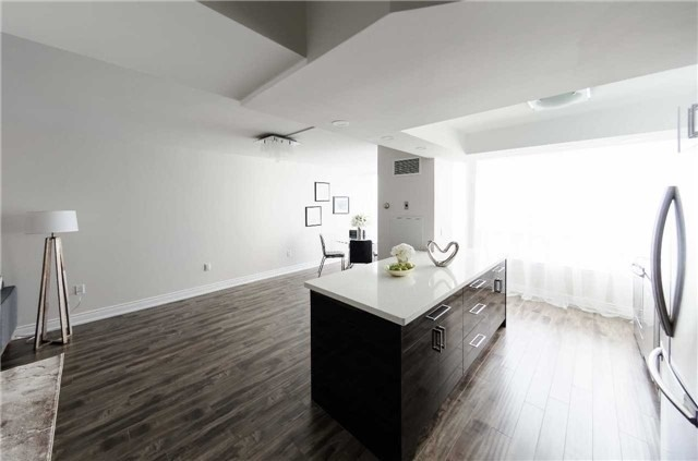 Condo Apartment at 7250 Yonge St, Unit 1701, Vaughan, Ontario. Image 20