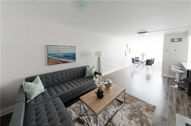 Condo Apartment at 7250 Yonge St, Unit 1701, Vaughan, Ontario. Image 5