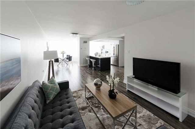 Condo Apartment at 7250 Yonge St, Unit 1701, Vaughan, Ontario. Image 6