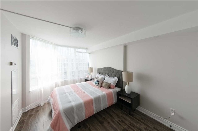Condo Apartment at 7250 Yonge St, Unit 1701, Vaughan, Ontario. Image 10