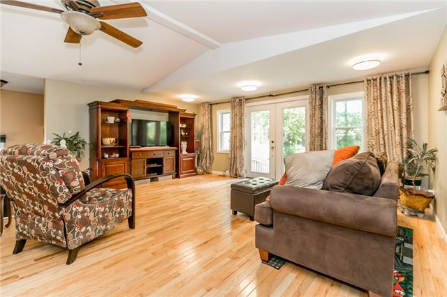 Detached at 967 7th Line, Innisfil, Ontario. Image 2