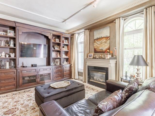 Detached at 91 Dinsdale Dr, Vaughan, Ontario. Image 19