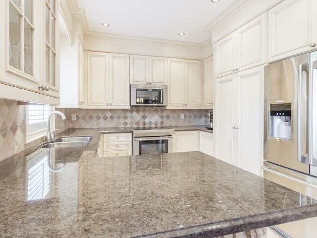 Detached at 91 Dinsdale Dr, Vaughan, Ontario. Image 2
