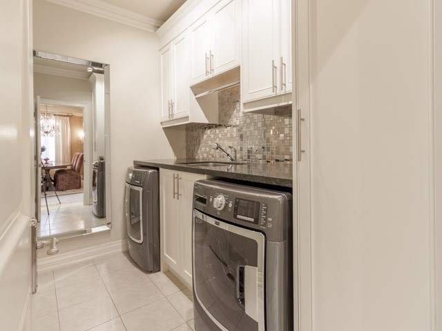 Detached at 91 Dinsdale Dr, Vaughan, Ontario. Image 3