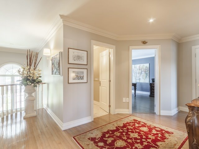 Detached at 91 Dinsdale Dr, Vaughan, Ontario. Image 4