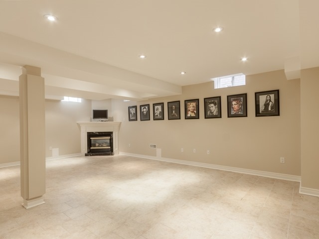 Detached at 91 Dinsdale Dr, Vaughan, Ontario. Image 11