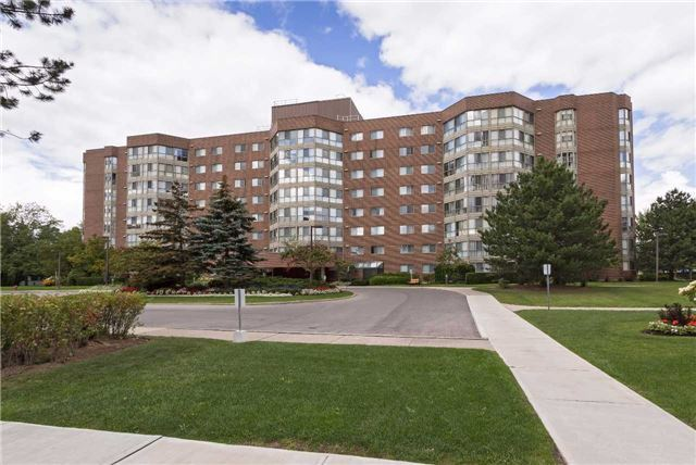 Condo Apartment at 5 Weldrick Rd W, Unit 808, Richmond Hill, Ontario. Image 8