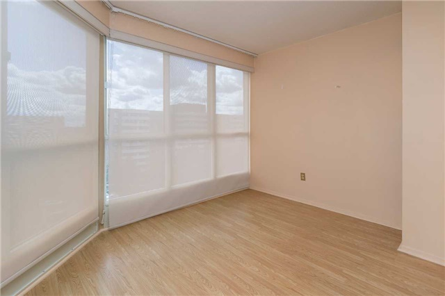 Condo Apartment at 5 Weldrick Rd W, Unit 808, Richmond Hill, Ontario. Image 11