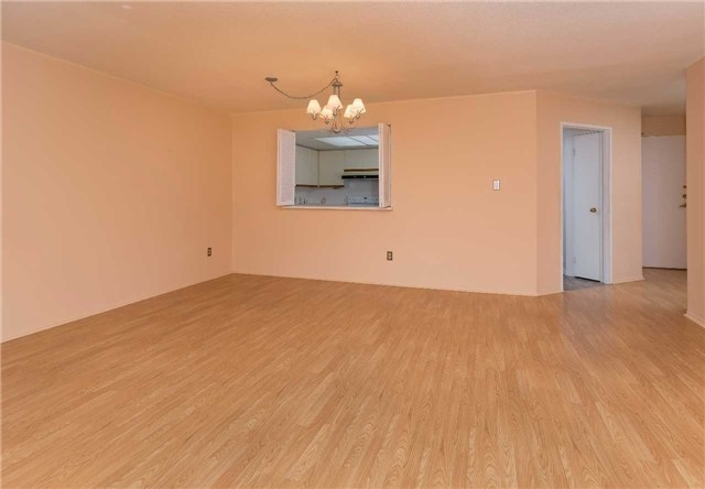 Condo Apartment at 5 Weldrick Rd W, Unit 808, Richmond Hill, Ontario. Image 12