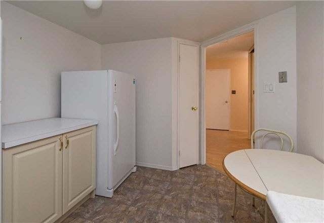 Condo Apartment at 5 Weldrick Rd W, Unit 808, Richmond Hill, Ontario. Image 15