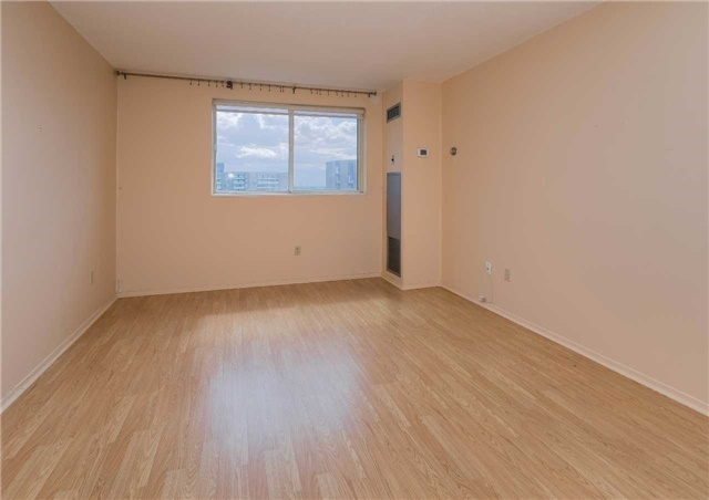 Condo Apartment at 5 Weldrick Rd W, Unit 808, Richmond Hill, Ontario. Image 2