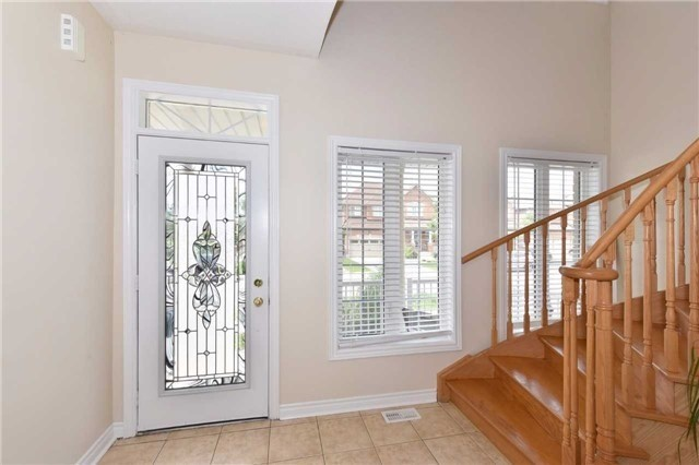 Detached at 61 Maroon Dr, Richmond Hill, Ontario. Image 14