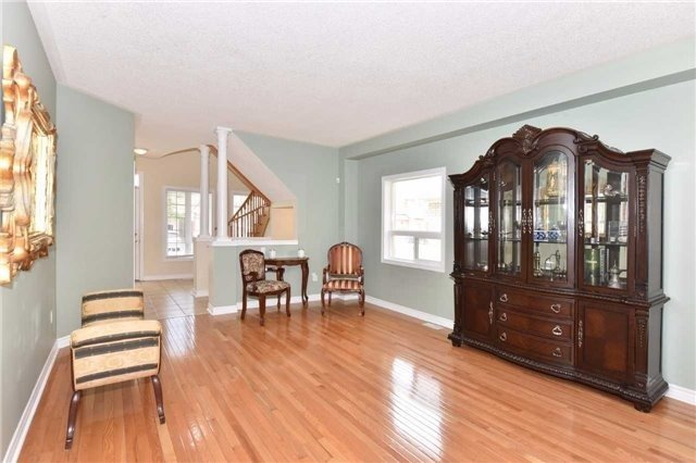 Detached at 61 Maroon Dr, Richmond Hill, Ontario. Image 15