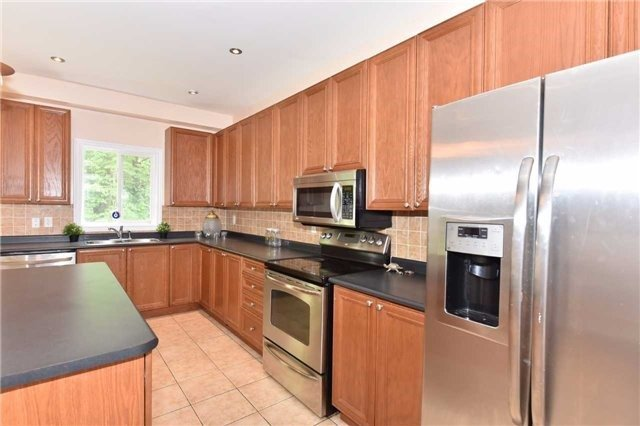 Detached at 61 Maroon Dr, Richmond Hill, Ontario. Image 18