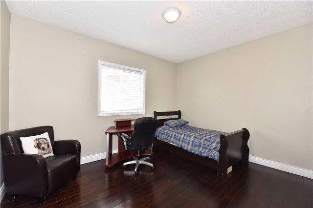 Detached at 61 Maroon Dr, Richmond Hill, Ontario. Image 8