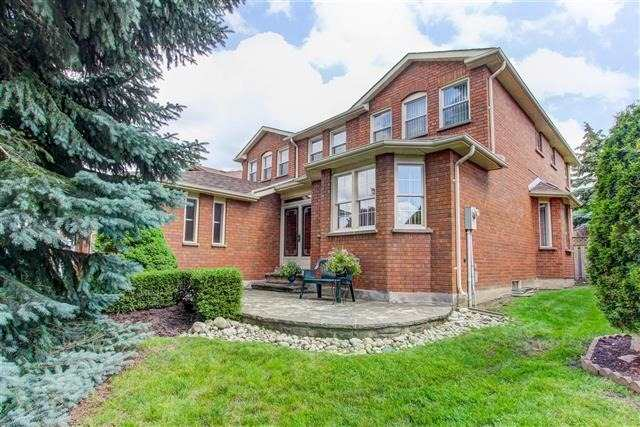 Detached at 122 Lyndhurst Dr, Markham, Ontario. Image 1