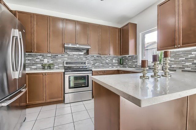 Detached at 102 Timna Cres, Vaughan, Ontario. Image 16