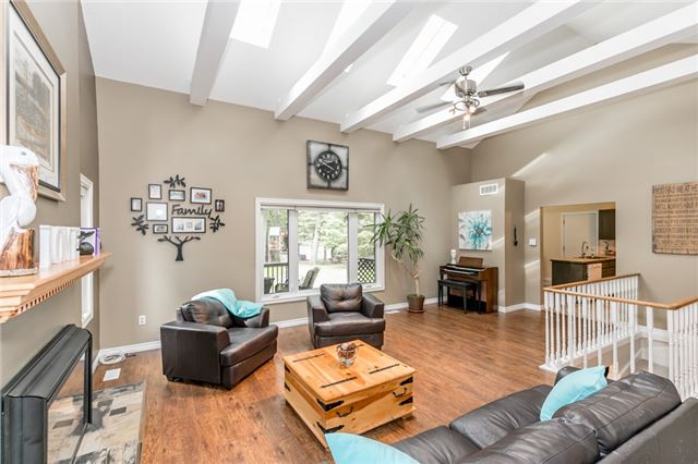 Detached at 664 Pinegrove Ave, Innisfil, Ontario. Image 9