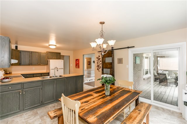Detached at 664 Pinegrove Ave, Innisfil, Ontario. Image 10