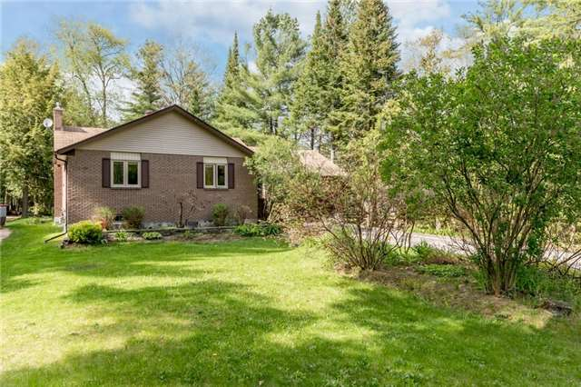 Detached at 664 Pinegrove Ave, Innisfil, Ontario. Image 4