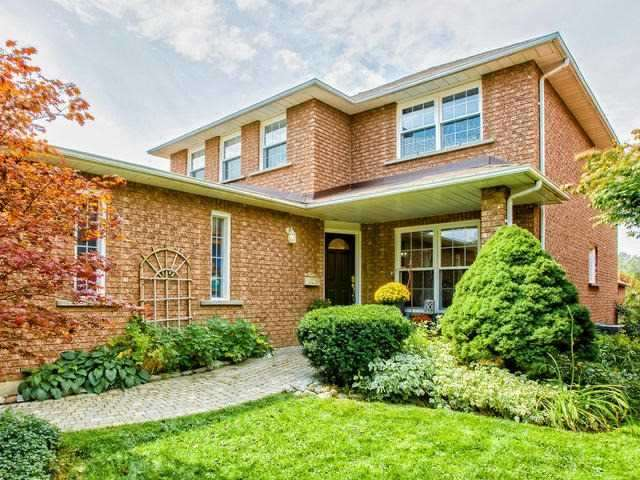 Detached at 843 Firth Crt, Newmarket, Ontario. Image 1