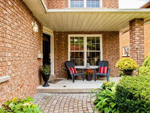 Detached at 843 Firth Crt, Newmarket, Ontario. Image 12