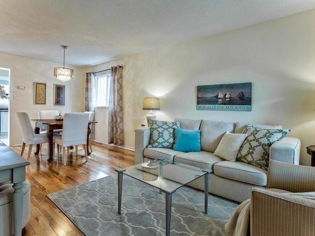 Detached at 843 Firth Crt, Newmarket, Ontario. Image 14