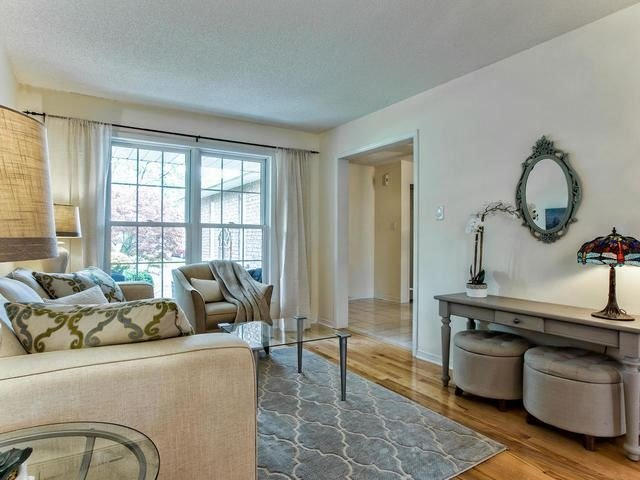 Detached at 843 Firth Crt, Newmarket, Ontario. Image 15