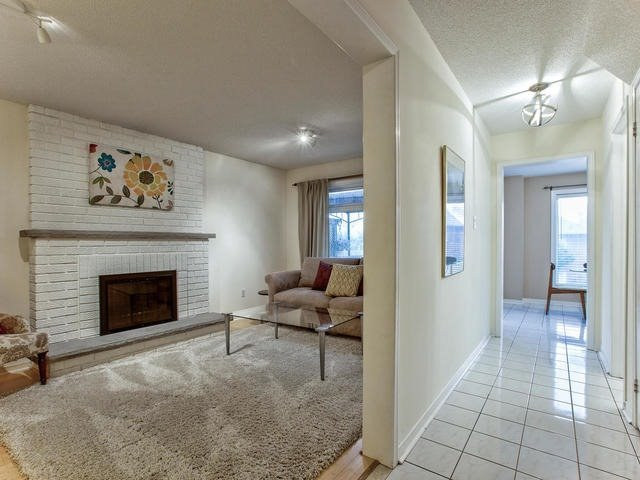 Detached at 843 Firth Crt, Newmarket, Ontario. Image 17