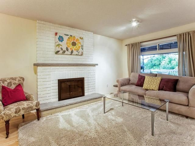 Detached at 843 Firth Crt, Newmarket, Ontario. Image 19